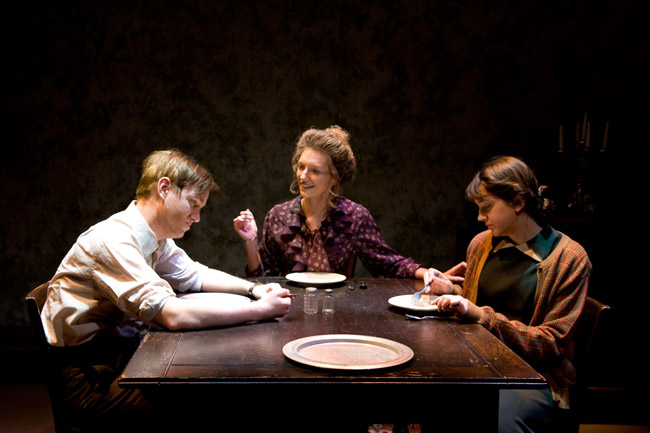 amanda glass menagerie essay The glass menagerie by tennessee williams shows a scene where amanda ( the mother) confronts tom (her son) who made a grave mistake in match making laura (his sister) and his best friend, who happens to be engaged all this events happen within the comfort of the family home, displaying the intense feeling of.